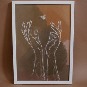 gezeichnete Hände mit Biene